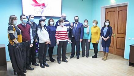 Жители аварийного жилья в Окуловском районе получили новые квартиры