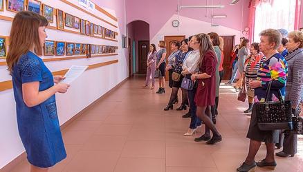 """Вчера состоялось открытие фотовыставки """"Окуловка - любимый город"""""""